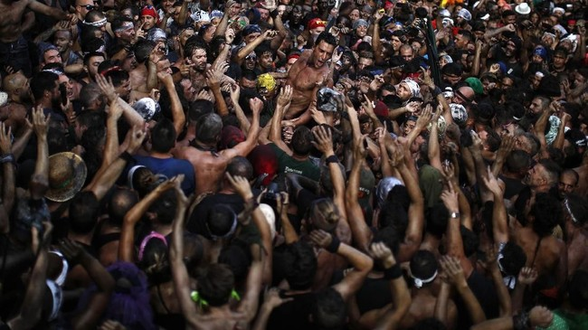 Ada banyak festival di Spanyol, tapi festival Cascamorras terbilang yang paling
