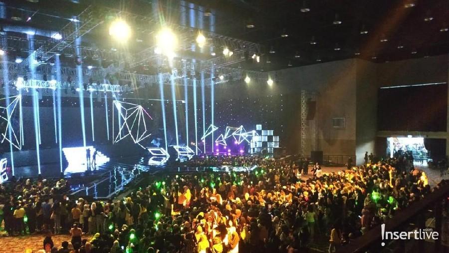 Detik-detik Jelang Konser K-Wave, Ribuan Penonton Padati Lokasi Acara
