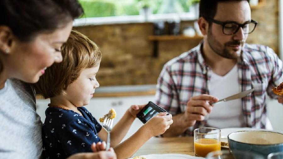 Cara Membuat Anak Makan Tanpa Gadget
