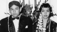 Akad nikah BJ Habibie dan Ainun digelar dengan adat Jawa, sementara resepsi digelar dengan adat Gorontalo. (Foto: Dok. Wikipedia)