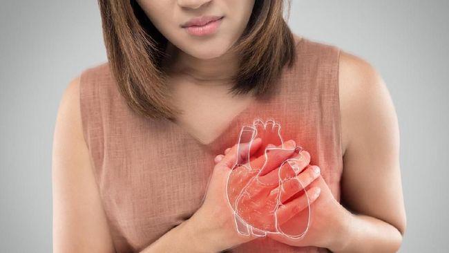 Serangan jantung bisa dialami oleh laki-laki dan perempuan. Namun ada beda gejala serangan jantung yang muncul pada pria dan wanita.