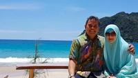 <p>Astri Ivo dikenal sebagai penyanyi yang snagat terkenal di era 80-an. Selain menyanyi, istri Dariola Yusharyahya ini juga main dalam beberapa film seperti Bony dan Nancy. (Foto: Instagram @astrie_ivo)</p>