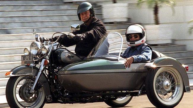 Jusuf Habibie pernah berkecimpung pada dunia otomotif nasional dan mengembangkan mobil nasional Maleo.