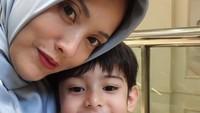 <p>Tak hanyadengan Eijaz,dengan King Faaz (7) yang merupakan anak Fairuz dari pernikahannya dengan Galih Ginanjar pun Elma sayang banget lho. (Foto: Instagram/ @elmatheana)</p>