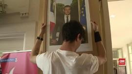 VIDEO: Protes Iklim, Warga Prancis Copot Foto Macron