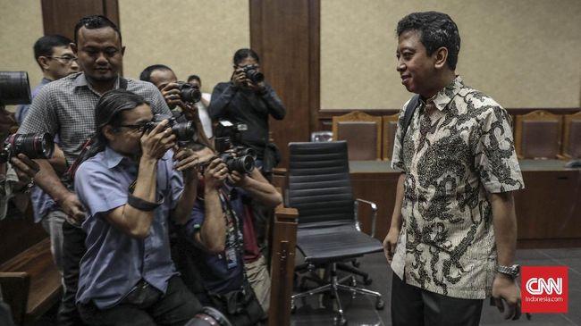 Duit suap jual beli jabatan dari Kakanwil Kemenag Jatim disebut diterima bersama-sama oleh eks Ketum PPP Romahurmuziy dan Menag Lukman Hakim Saifuddin.