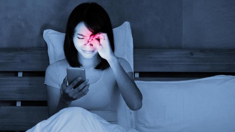 4 Tips Atasi Mata Kering bagi Bunda yang Sering Pakai Gadget