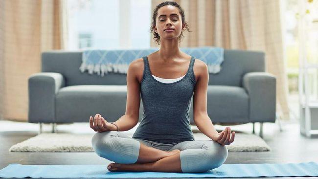 Meditasi di tengah kesibukan, kenapa tidak? Berikut 6 cara mengoptimalkan pernapasan dan gerakan untuk mengelola stres dan menenangkan pikiran dalam satu menit.