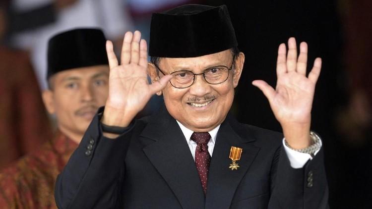 Doa dan ucapan duka mengalir dari masyarakat Indonesia atas meninggalnya BJ Habibie, termasuk para bunda seleb.