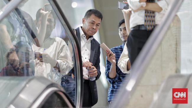 KPK mengumumkan status hukum Wali Kota Cimahi Ajay Muhammad Priatna, pada Sabtu (28/11), usai terjaring dalam OTT bersama 6 orang lainnya di Cimahi, Jabar.