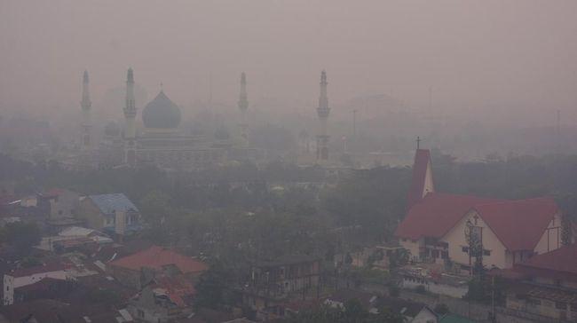 Selama kabut asap masih mengepung, Pemkot Pekanbaru mengizinkan PNS yang sedang hamil untuk tidak masuk kantor dan bekerja di rumah demi kesehatan janin bayi.