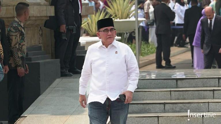 Ruhut Sitompul juga terlihat datang ke pemakaman mantan Presiden Indonesia BJ Habibie.