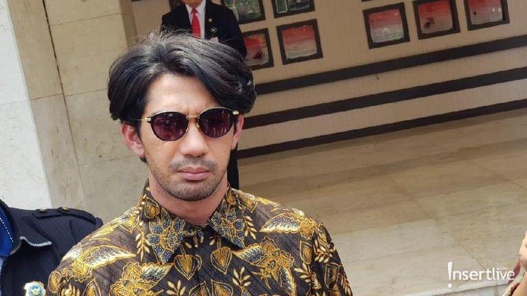 Pemeran Habibie dalam film Habibie & Ainun, Reza Rahadian juga hadir di pemakaman BJ Habibie.