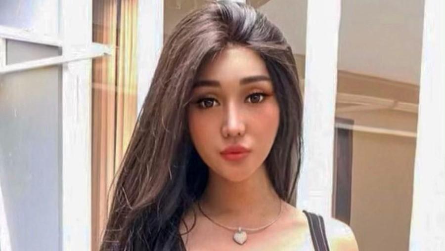 Lucinta Luna Nangis, Netizen: Salfok Sama Jakunnya