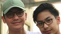 Keduanya seperti kakak adik, bahkan ada yang bilang seperti anak kembar. (Foto: Instagram @gunawan_sudrajat_real)