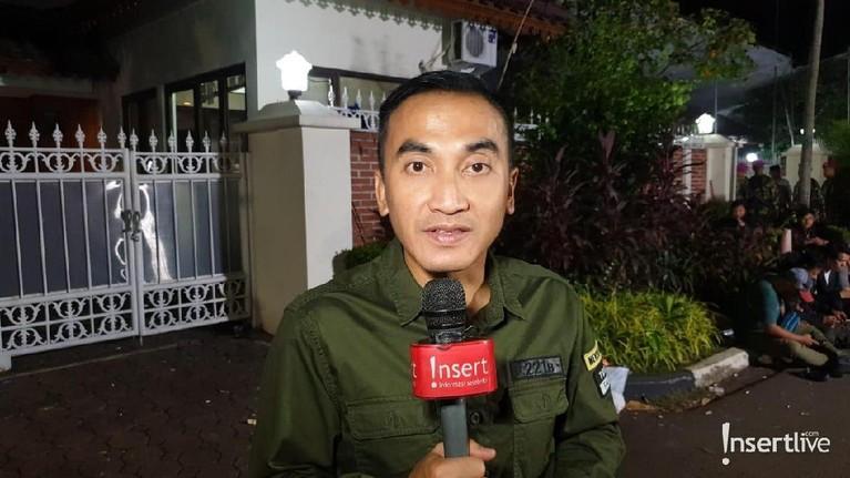 Usai melayat, presenter Rico Ceper mengaku melihat kedamaian yang terpancar di wajah almarhum BJ Habibie.
