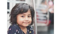 Semoga tumbuh jadi anak yang membanggakan ya, Shakila. (Foto: Instagram @sonyafatmala)