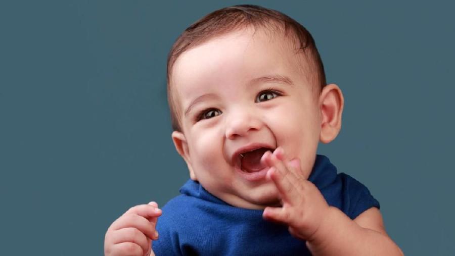 25 Inspirasi Nama Bayi Laki-laki Islam dengan Arti Penolong