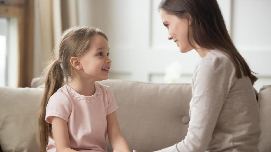 15 Ucapan Orang Tua pada Anak Pengganti Kata 'Jangan'