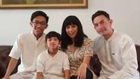 <div>Kompak! Momen Lebaran enggak boleh dilewatkan untuk foto keluarga ya. (Foto: Instagram @adityaherpavi_r)</div>