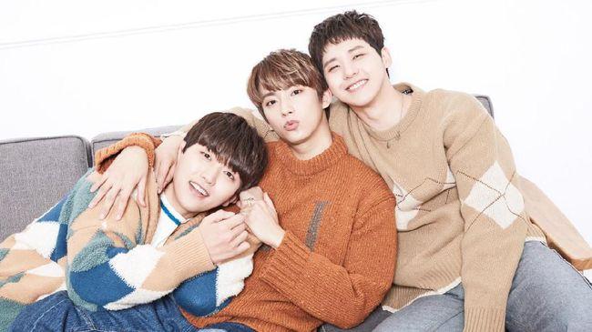 B1A4 resmi kembali setelah merilis album Origine dengan lagu utamanya yang bertajuk Like a Movie pada Senin (19/10).