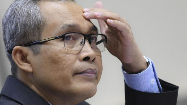 Pencarian terhadap tersangka kasus dugaan suap PAW anggota DPR, Harun Masiku belum menemukan titik terang. KPK menyatakan masih terus memburu Harun.
