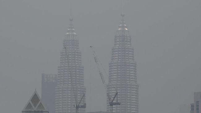 Pemerintah Malaysia kembali menutup 145 sekolah di Selangor karena kabut asap akibat kebakaran hutan dan lahan di kawasan kian parah.