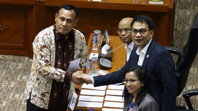 Saat masih menjadi Ketua Komisi III DPR, Azis Syamsuddin mengatur pola pemilihan pimpinan KPK. Kini ia ditangkap oleh orang-orang yang ia angkat.