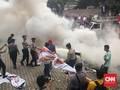Massa Bakar Karangan Bunga di Gedung KPK