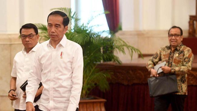 Kepala KSP Moeldoko membantah rumor terkait pemberian tanda kehormatan oleh Presiden Joko Widodo ke sejumlah tokoh sebagai upaya pembungkaman.