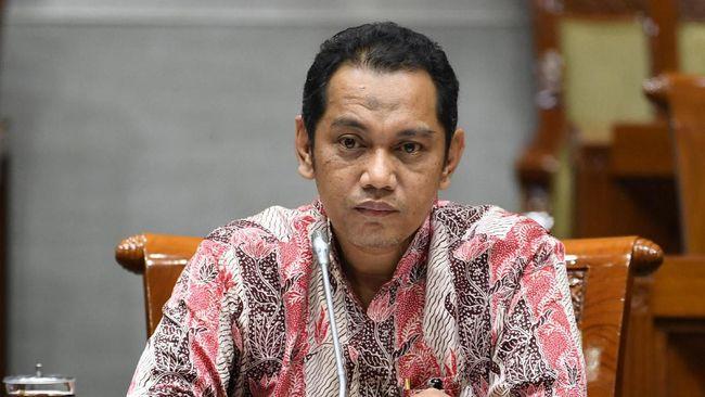 UU KPK yang baru disahkan mengatur bahwa batas minimal usia pimpinan KPK adalah 50 tahun, sementara Nurul Ghufron saat ini baru berusia 45 tahun