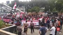 VIDEO: Pedemo Bakar Spanduk dan Minta Bertemu Ketua KPK