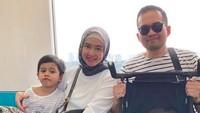 <p>Intan Nuraini dan keluarga saat menjajal MRT, minus kehadiran si bungsu karena masih terlalu kecil. (Foto: Instagram @intan_nuraini)</p>