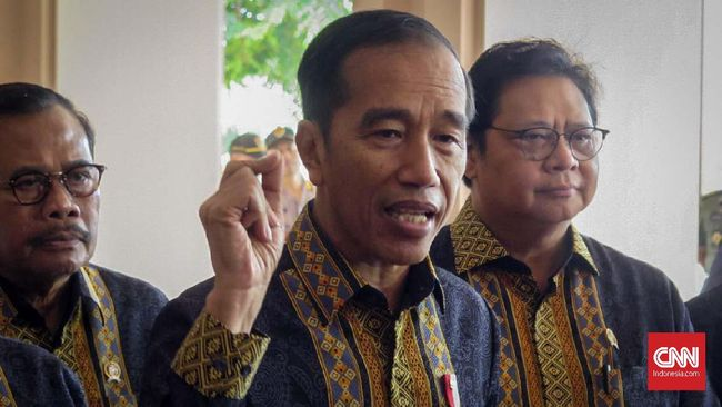 Presiden Joko Widodo meminta Kapolri Jenderal Tito Karnavian tak hanya mengusut, tetapi juga menindak tegas penyerang Menkopolhukam Wiranto dan jaringannya.
