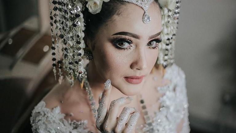 Dafina Jamasir dan Icha Muhammad memutuskan menikah setelah empat tahun menjalin hubungan asmara.
