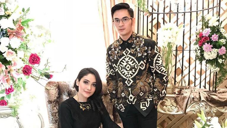 Resmi menikah pada Minggu (15/9), ternyata Ichal dan Dafina berencana untuk menikah tepat di perayaan Tahun Baru Islam 1441 Hijriah yang jatuh pada 1 September lalu.