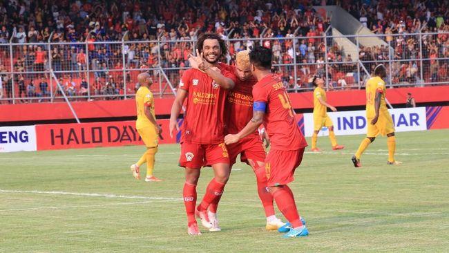 Satgas Anti Mafia Bola menangkap sembilan orang di Kalimantan Tengah terkait dugaan pengaturan skor pertandingan antara Kalteng Putra dan Persela.