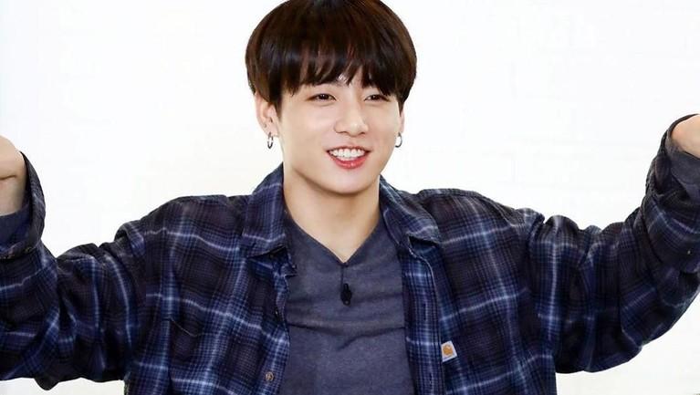 Jungkook dikenal dengan wajahnya yang baby face. Jungkook mengalami banyak perubahan dan membuat para hyung di BTS bangga dan terharu.