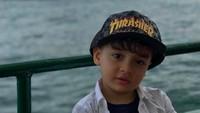 <p>Kecil-kecil Fahri udah pintar bergaya. <em>He-he-he</em>. (Foto: Instagram/ @ferdyhasan)</p>