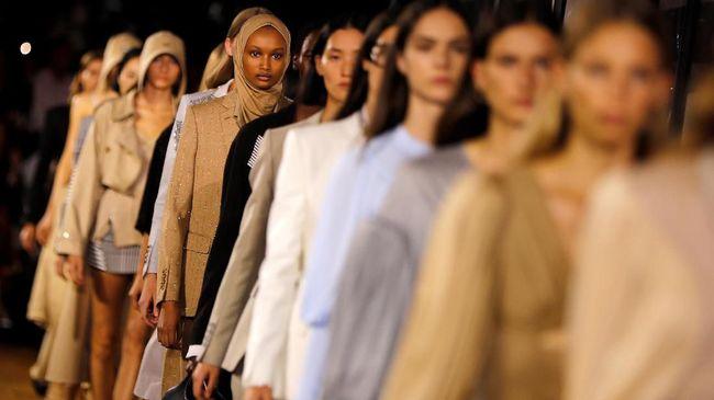 Burberry mengumumkan rencananya untuk mulai menyumbangkan kain sisa kepada siswa fashion di Inggris