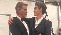 <p>Mewarisi wajah tampan sang ayah, Paris, kini berkarier sebagai seorang model. Pierce sendiri diketahui sangat mendukung karier sang putra. (Foto: Instagram @piercebrosnanofficial)</p>