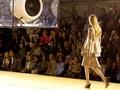 Virus Corona 'Halangi' China Ramaikan Ajang Mode Dunia