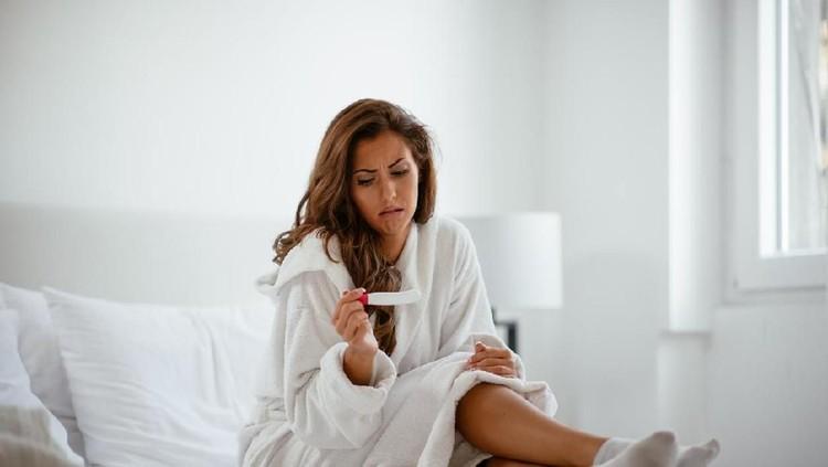Kadar hCG yang terlalu rendah di bawah batas normal bisa menjadi indikasi terjadinya kehamilan ektopik, kematian janin, dan keguguran.