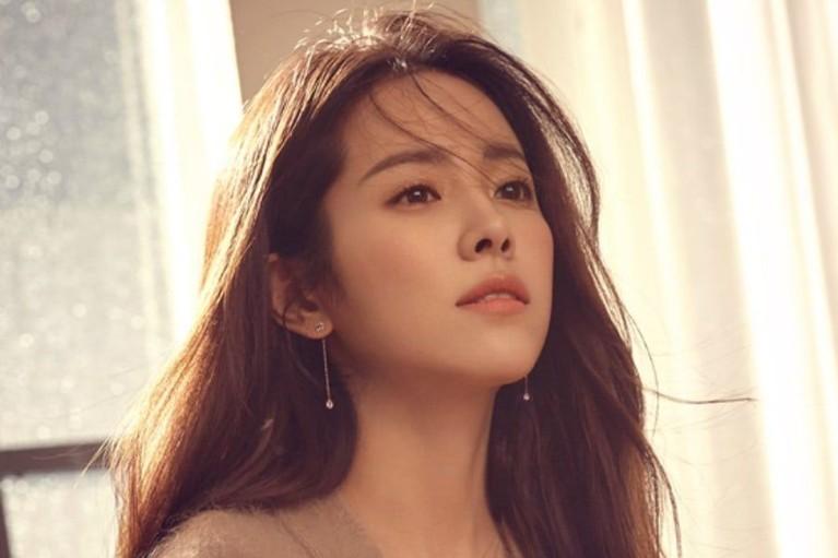 Han Ji Min adalah salah satu nama bintang yang terlintas dipikiran ketika nemikirkan nama Jimin. Dia adalah seorang artis berbakat yang kemampuan aktingnya tak perlu diragukan lagi.