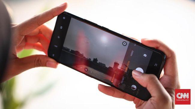 Vivo V17 Pro diklaim sebagai ponsel pertama dengan dua kamera depan pop-up 32 MP dan 8 MP.
