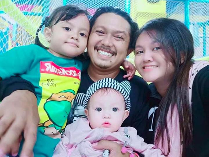 Intip momen hangat pemeran Tisna di sinetron Tukang Ojek Pengkolan, Andri Sulistriandi bersama istri dan anak-anaknya.