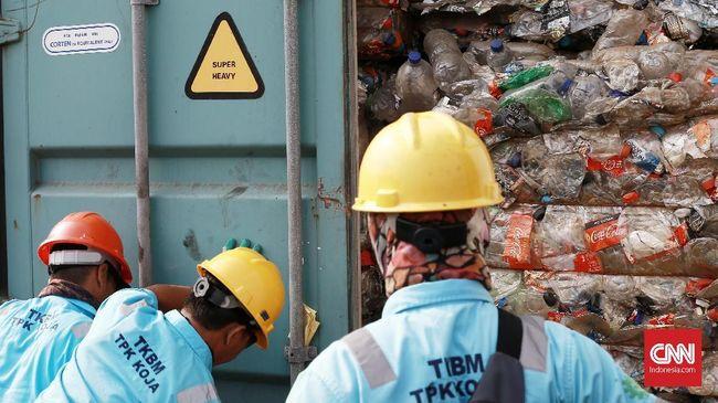 Limbah plastik yang tidak dibakar dalam suhu yang sangat tinggi akan melahirkan racun dioksin yang berbahaya bagi makhluk hidup di Indonesia.