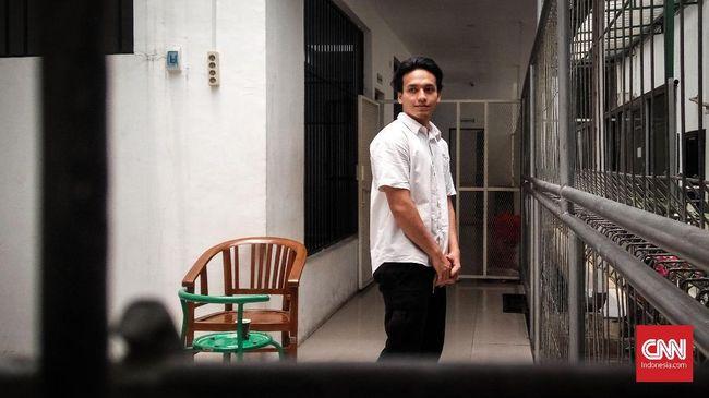 Sidangnya di PN Jakarta Selatan ditunda karena ketidakhadiran BNNP DKI, artis Jefri Nichol mengaku pasrah dan mengikuti prosedur.