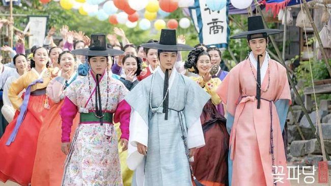 Drama Korea 'Flower Crew: Joseon Marriage Agency' yang terfokus pada biro jodoh bernama Flower Crew ini langsung mencuri perhatian sejak episode pertama.