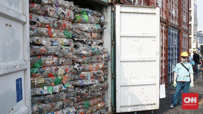 Sampah plastik menyumbang 14 persen dari total sampah di Ibu Kota. Setengah dari itu diharapkan berkurang lewat Pergub terkait sampah plastik.